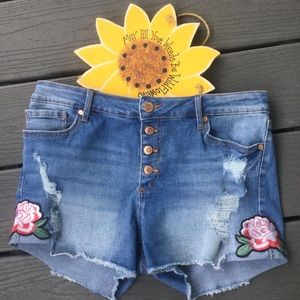 No Boundaries Floral Embroidered Jean Shorts Jrs